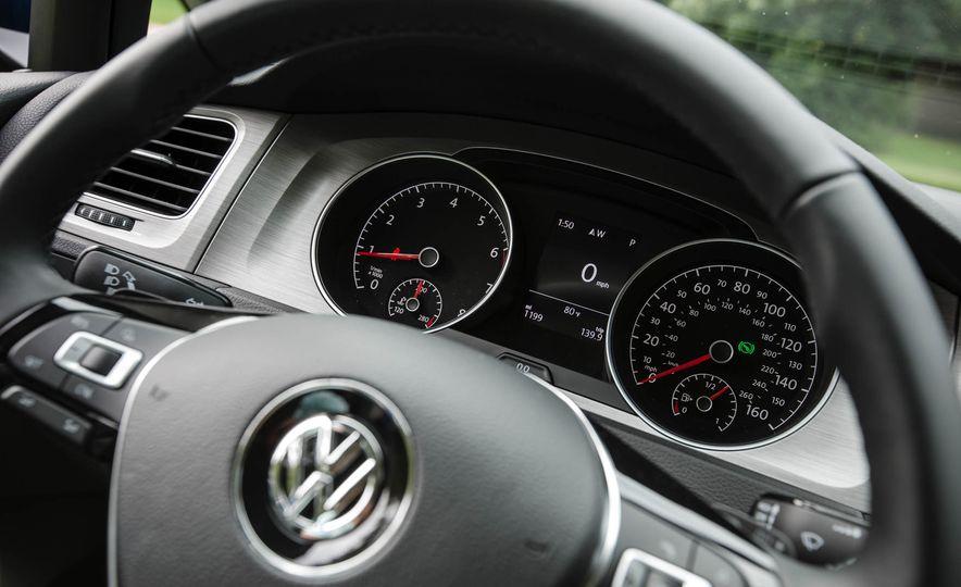 2017 Volkswagen Golf Sportwagen 4MOTION - Slide 21