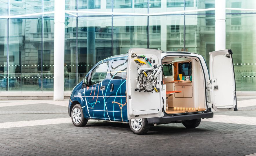 Nissan e-NV200 WORKSPACe (Euro-spec) - Slide 6