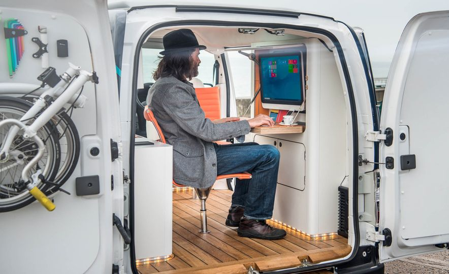 Nissan e-NV200 WORKSPACe (Euro-spec) - Slide 14