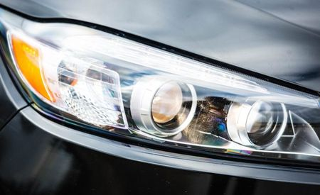 IIHS Says Most Mid-Size SUVs' Headlights Are Dim