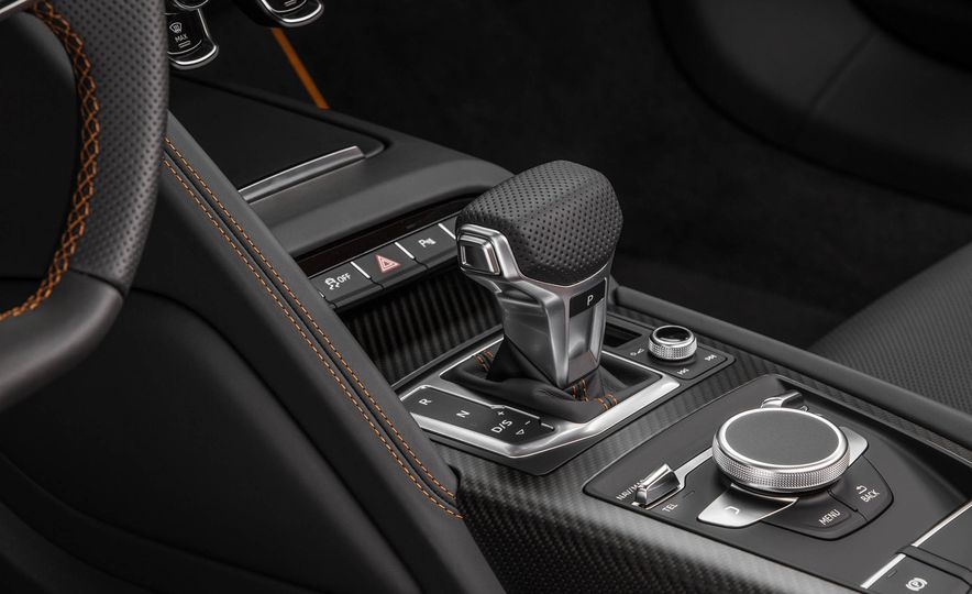 2017 Audi R8 V10 plus exclusive edition - Slide 19