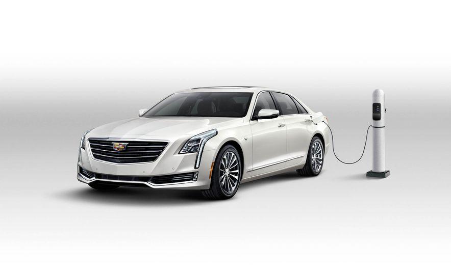 2017 Cadillac CT6 plug-in hybrid - Slide 9