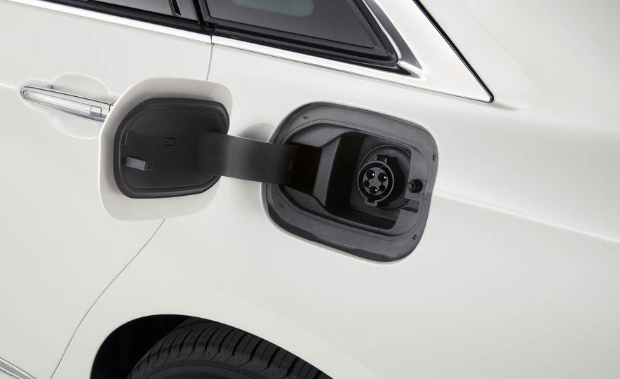 2017 Cadillac CT6 plug-in hybrid - Slide 13