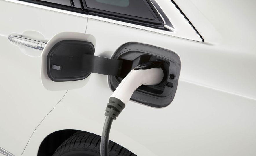 2017 Cadillac CT6 plug-in hybrid - Slide 14