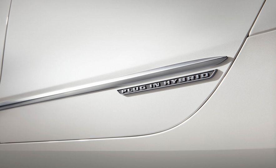 2017 Cadillac CT6 plug-in hybrid - Slide 15