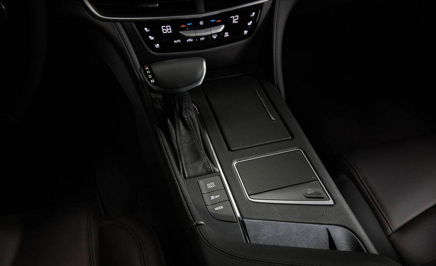 2017 Cadillac CT6 plug-in hybrid - Slide 18