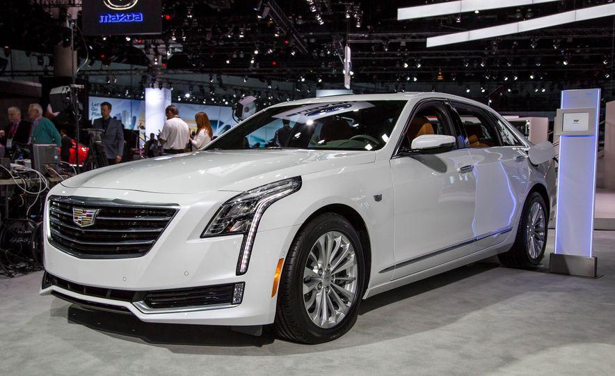 2017 Cadillac CT6 plug-in hybrid - Slide 1