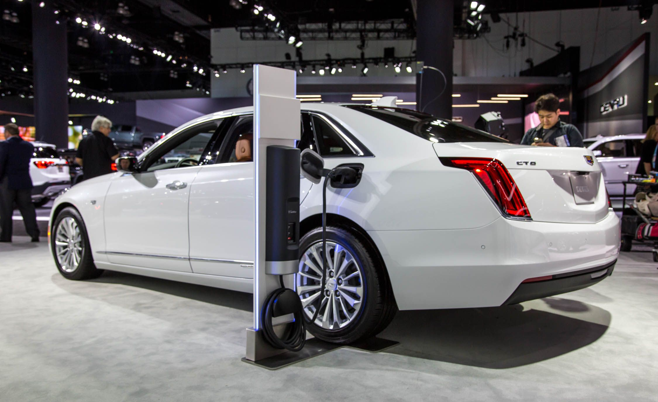 https://hips.hearstapps.com/amv-prod-cad-assets.s3.amazonaws.com/wp-content/uploads/2016/11/2017-Cadillac-CT6-plug-in-hybrid-show-floors-102.jpg?crop=1xw:1xh;center,center&resize=884:*