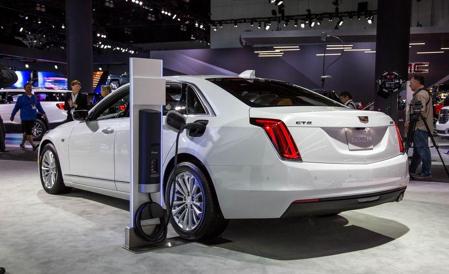 2017 Cadillac CT6 plug-in hybrid - Slide 3