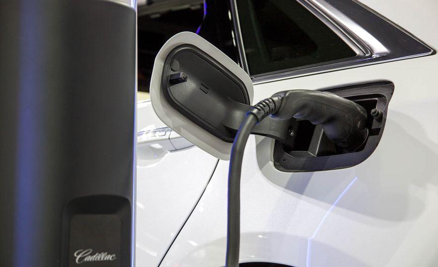 2017 Cadillac CT6 plug-in hybrid - Slide 6