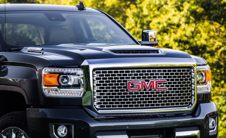 2017 GMC Sierra 2500 Denali HD - Slide 2