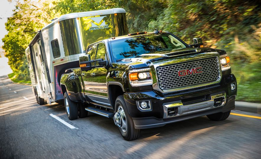 2017 GMC Sierra 2500 Denali HD - Slide 16
