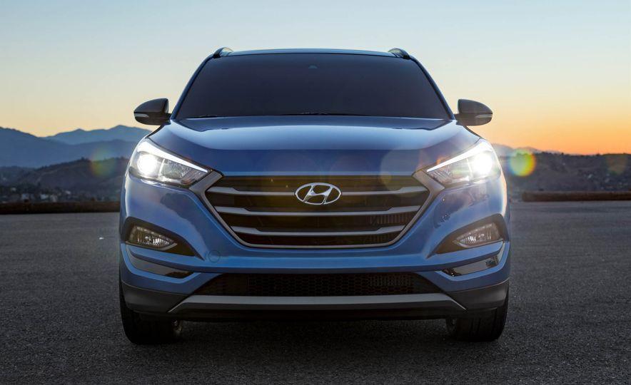 2017 Hyundai Tucson Night Edition - Slide 1