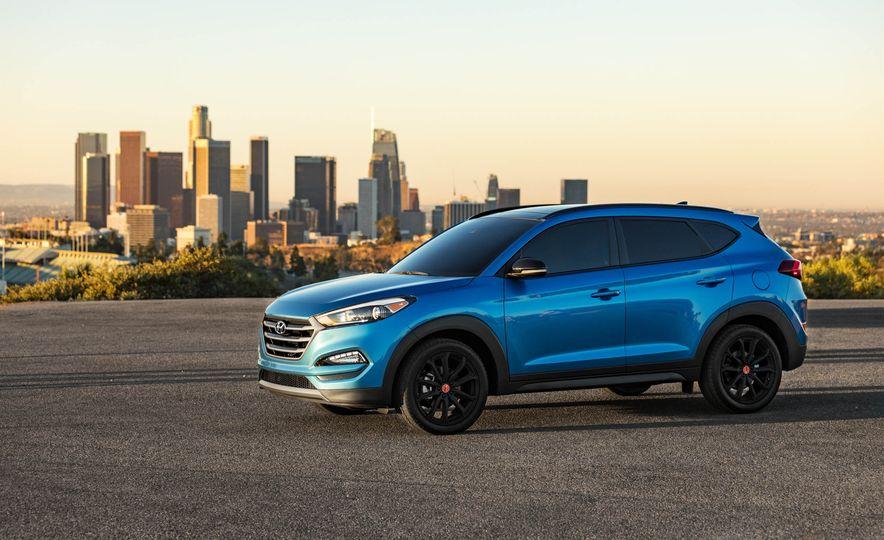 2017 Hyundai Tucson Night Edition - Slide 3