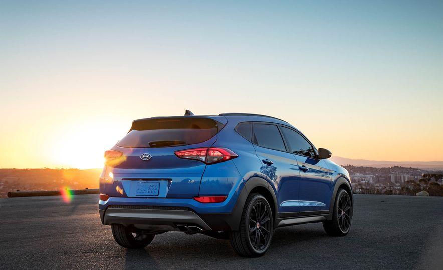 2017 Hyundai Tucson Night Edition - Slide 4