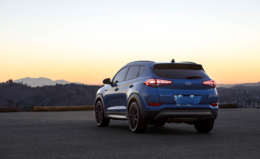 2017 Hyundai Tucson Night Edition - Slide 5