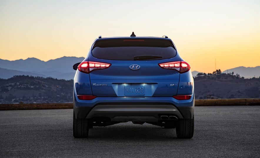 2017 Hyundai Tucson Night Edition - Slide 6