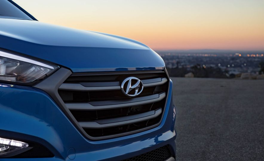 2017 Hyundai Tucson Night Edition - Slide 9
