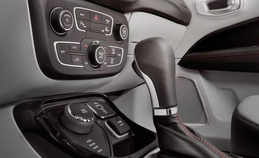 2017 Jeep Compass - Slide 35