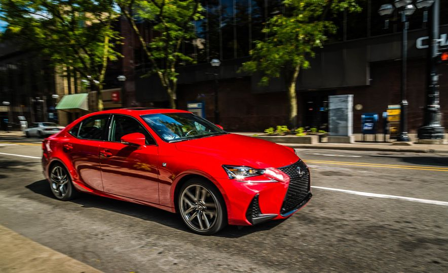 2017 Lexus IS200t F Sport - Slide 4