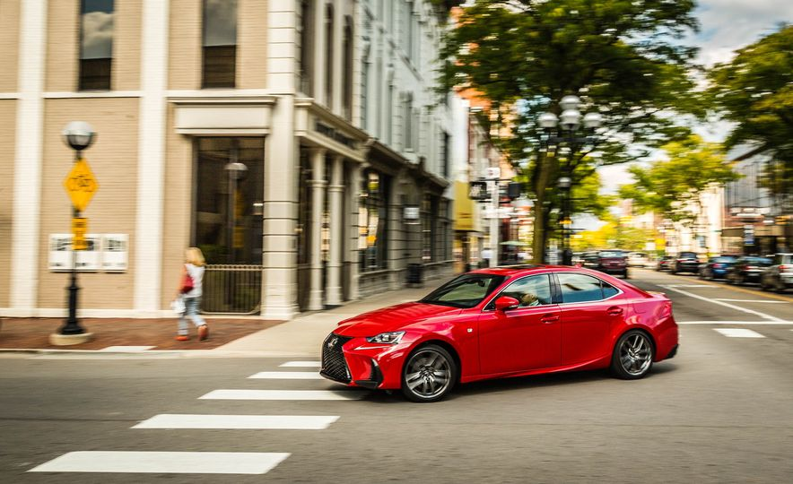 2017 Lexus IS200t F Sport - Slide 6