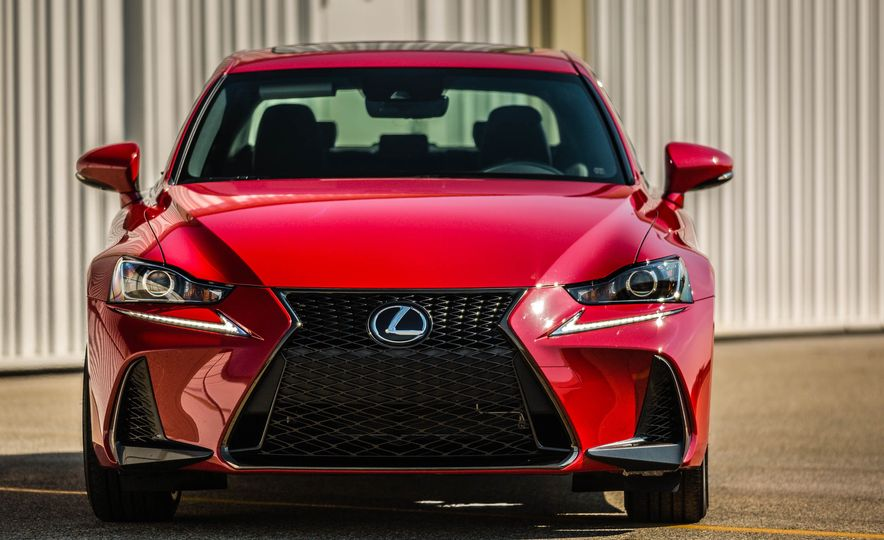 2017 Lexus IS200t F Sport - Slide 13