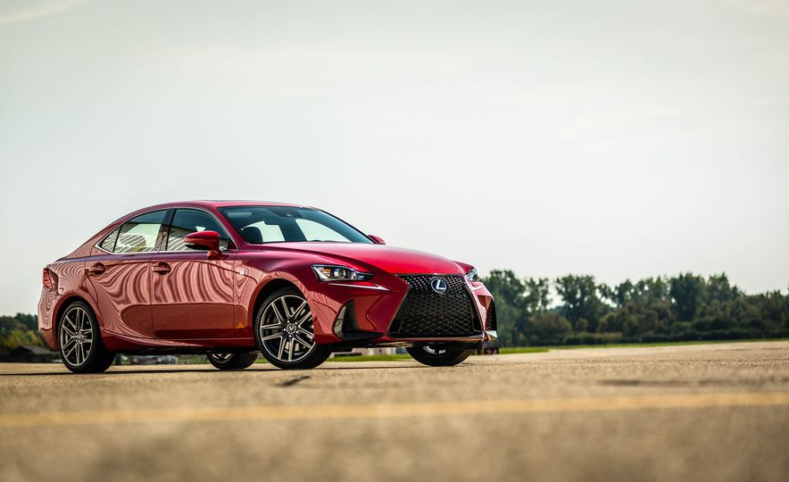 2017 Lexus IS200t F Sport - Slide 19
