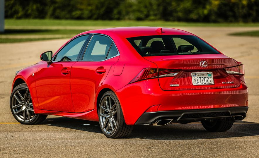 2017 Lexus IS200t F Sport - Slide 21