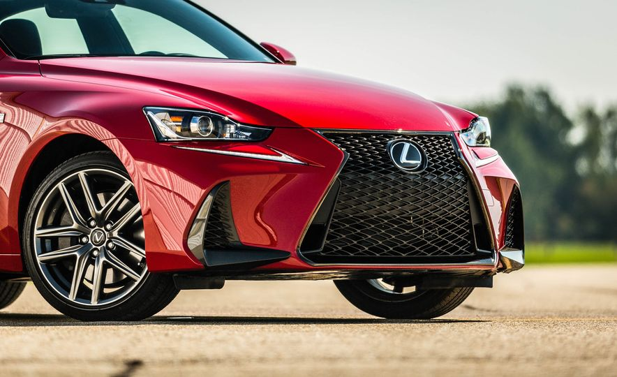 2017 Lexus IS200t F Sport - Slide 24
