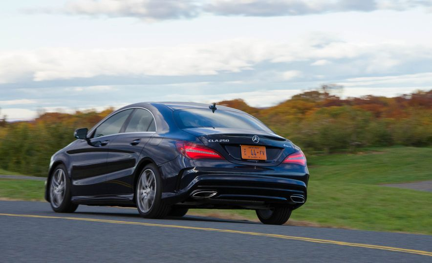 2017 Mercedes-Benz CLA250 4MATIC - Slide 4