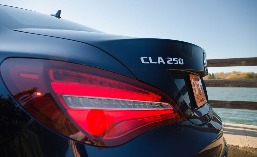 2017 Mercedes-Benz CLA250 4MATIC - Slide 15