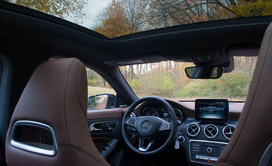 2017 Mercedes-Benz CLA250 4MATIC - Slide 17