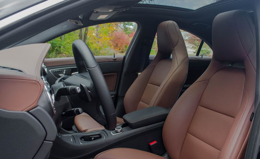 2017 Mercedes-Benz CLA250 4MATIC - Slide 18