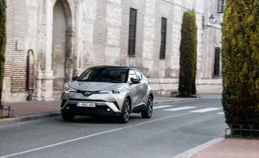 2017 Toyota C-HR (Euro-spec) - Slide 8