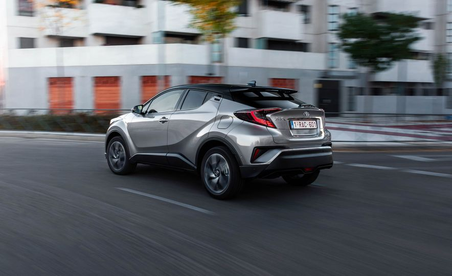 2017 Toyota C-HR (Euro-spec) - Slide 9