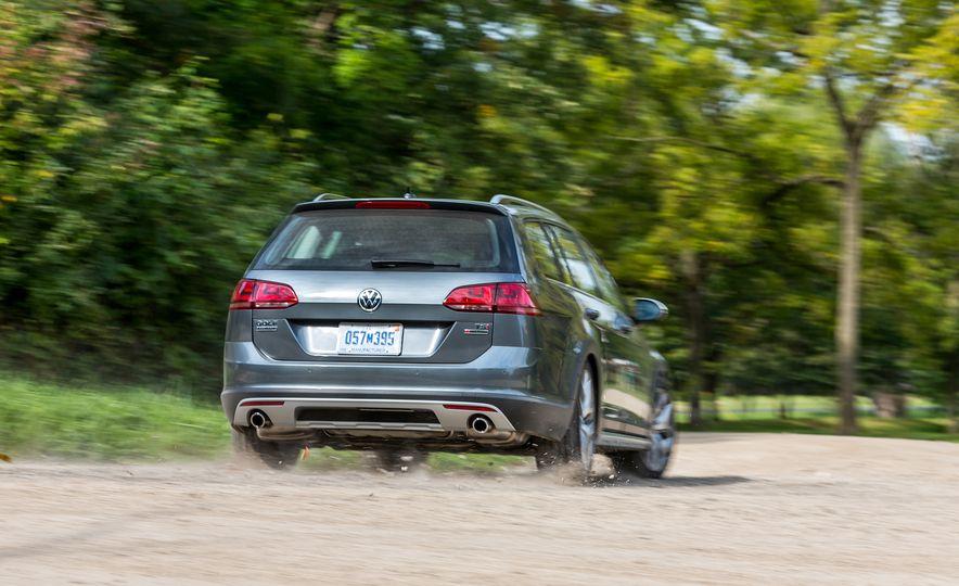 2017 Volkswagen Golf Alltrack - Slide 2