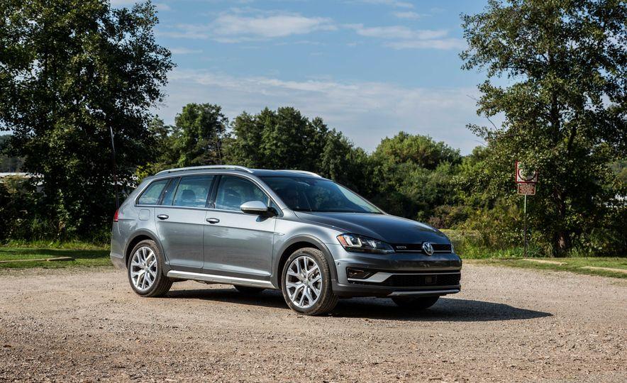 2017 Volkswagen Golf Alltrack - Slide 6
