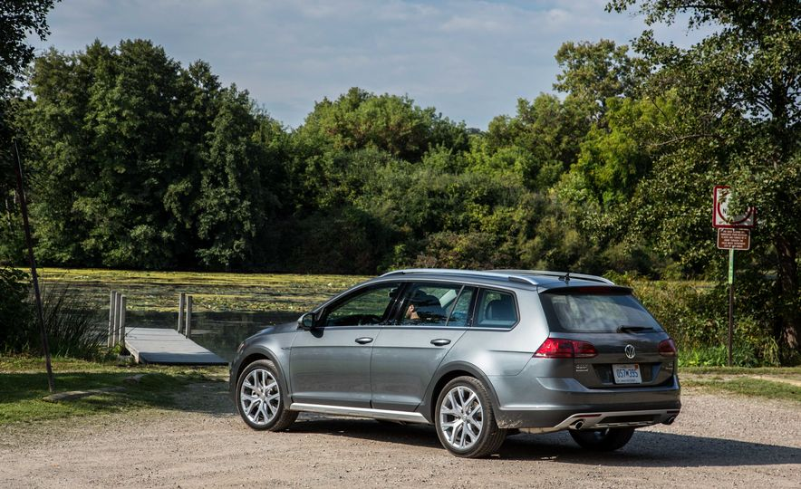 2017 Volkswagen Golf Alltrack - Slide 7