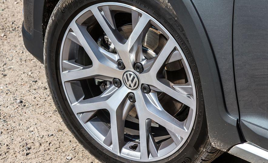 2017 Volkswagen Golf Alltrack - Slide 9