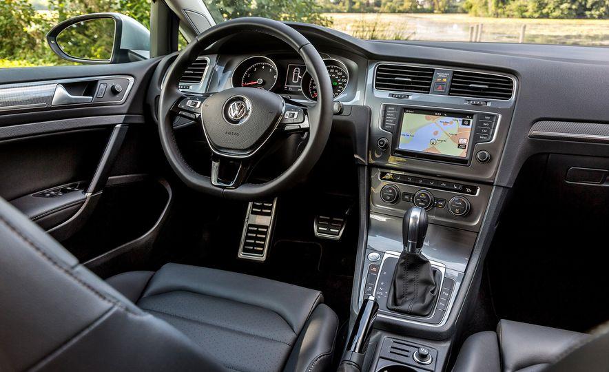 2017 Volkswagen Golf Alltrack - Slide 10