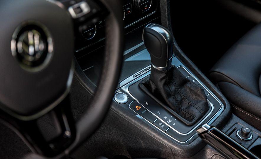 2017 Volkswagen Golf Alltrack - Slide 14