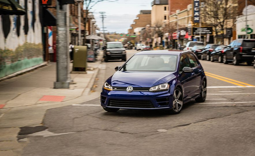 2017 Volkswagen Golf R - Slide 1
