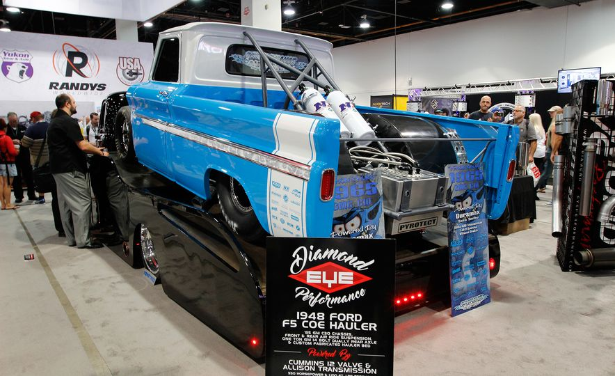 The Best of SEMA 2016, Day One: A Batmobile, Insane Customs, and (of Course) a Tank - Slide 13
