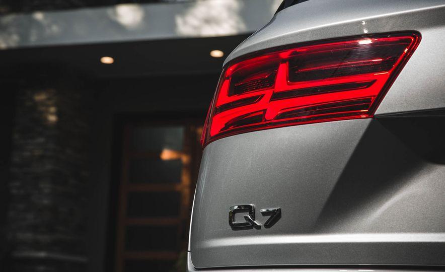 2017 Audi Q7 - Slide 12