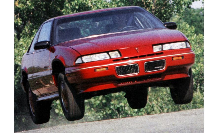 Sweet Jumps: Here Are a Bunch of Pictures of Cars Flying through the Air - Slide 3