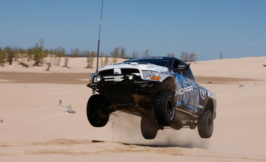 Sweet Jumps: Here Are a Bunch of Pictures of Cars Flying through the Air - Slide 7