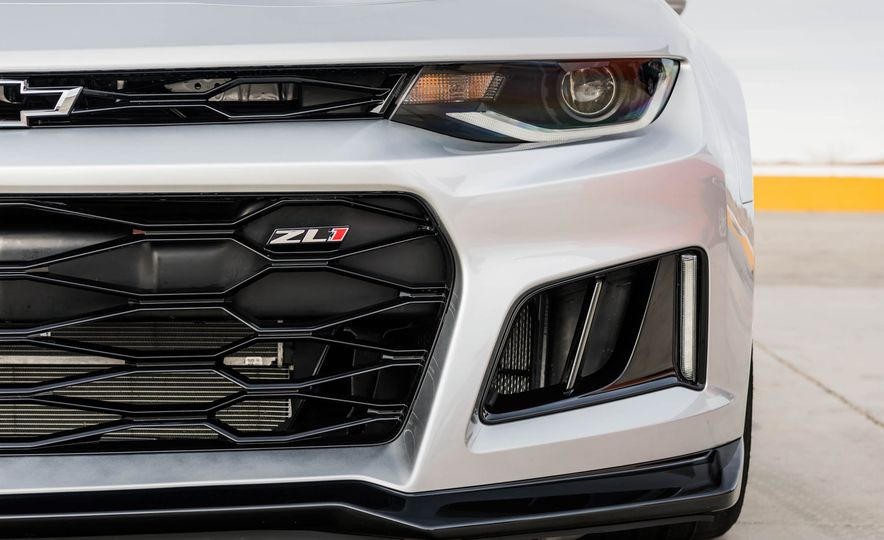 2017 Chevrolet Camaro ZL1 coupe - Slide 15