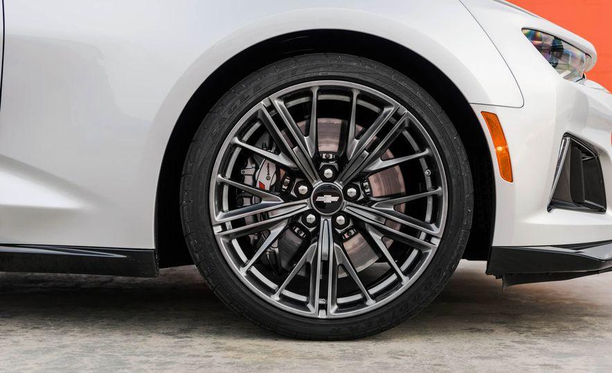 2017 Chevrolet Camaro ZL1 coupe - Slide 22