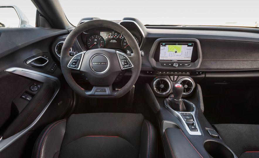 2017 Chevrolet Camaro ZL1 coupe - Slide 32