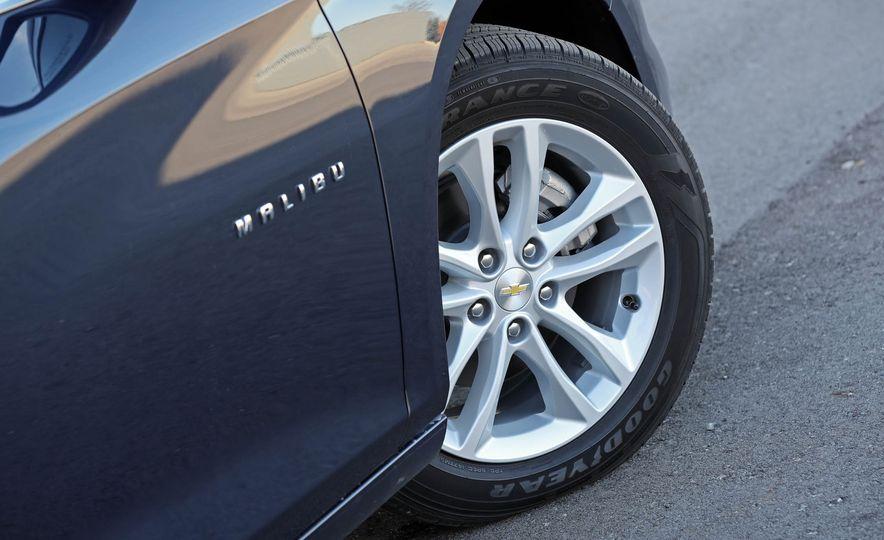 2017 Chevrolet Malibu LT - Slide 31